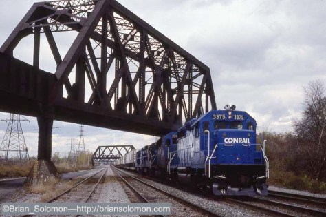 Conrail westward Trailvan (possibly TV79) west of CP 5 on the Waterlevel Route near Lackawanna, New York. Leica M2 with 50mm Summicron on K25.