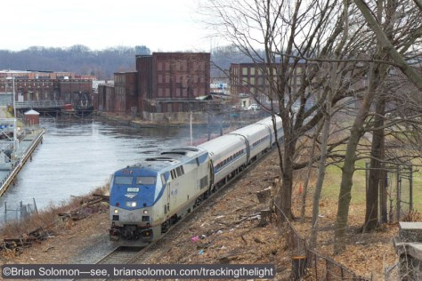 Amtrak_104_at_Holyoke_P1120203
