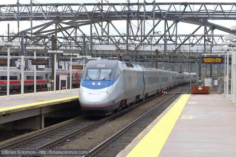 Amtrak 2154 arrives at New Haven. Lumix LX7 photo.