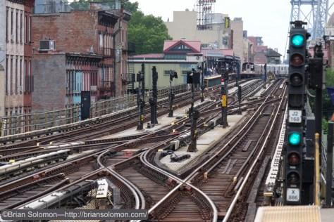 Tracks_at_Hewes_Street_DSCF1476