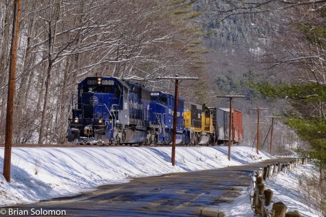 The road to Zoar was in better shape than I expected. Here EDRJ works west.