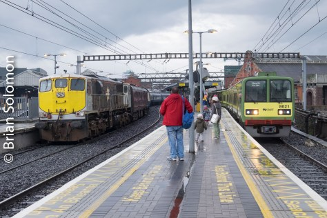 After the trip, Irish Rail 075 brought the RPSI carriages back across to Inchicore.