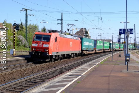A DB electric leads at train of swap-bodies at Rastatt.