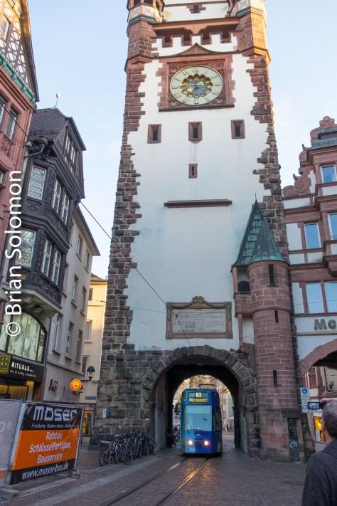 Mc_Donalds_arch_Tram_Freiburg_DSCF6197