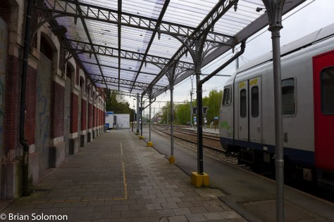 Despite the poor state of the facilities, SNCB continues to provide a relatively frequent passenger service to Quiévrain. Electric trains offer an inexpensive and comfortable way to travel to Mons and Brussels where connections are available to many other cities across the country.