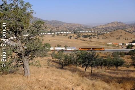 BNSF_6936_stack_train_near_Walong_CA_DSCF0864