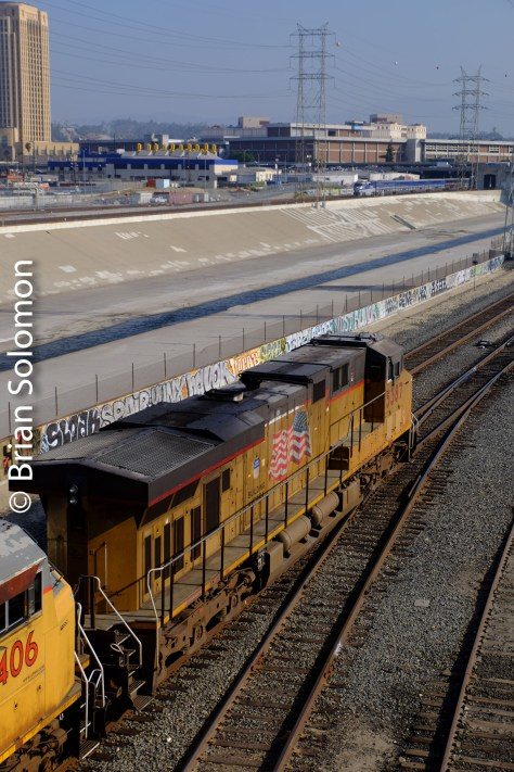 Railways in stereo. An outbound Amtrak Pacific Surfliner can be seen on the west bank, with Union Pacific GE diesels on the east side.