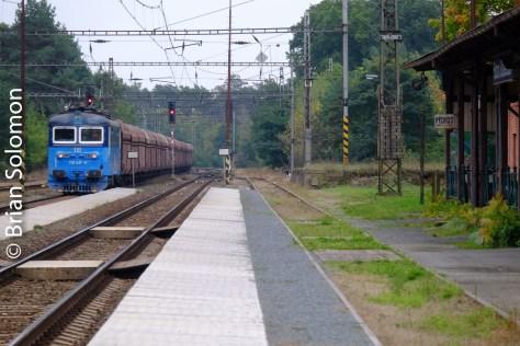 4:16 pm. A westward CD Cargo coal train glides through.