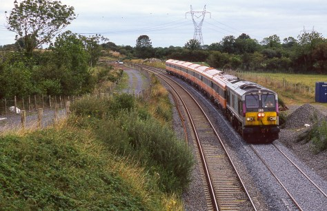 irish-rail_top_of_ballybrophy_bank_aug_2006_brian_solomon_193344