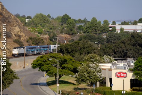 A few minutes after Amtrak A790 rolled past, Metrolink 117 from Los Angeles came the other way. Here I've used a telephoto perspective to make the most of the setting.