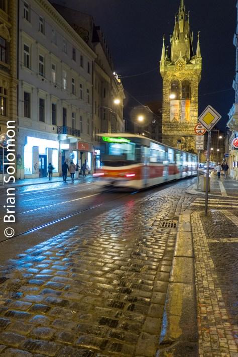 tram_at_night_prague_p1520973