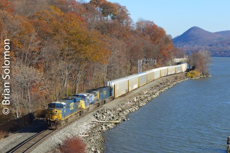 A southward CSX auto rack train hugs the Hudson at Mine Dock Park. Lumix LX7 photo.