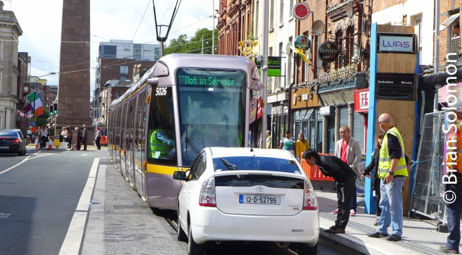 Tracking the Light EXTRA: LUAS Cross City Trial Blocked by an automobile on Parnell Street!