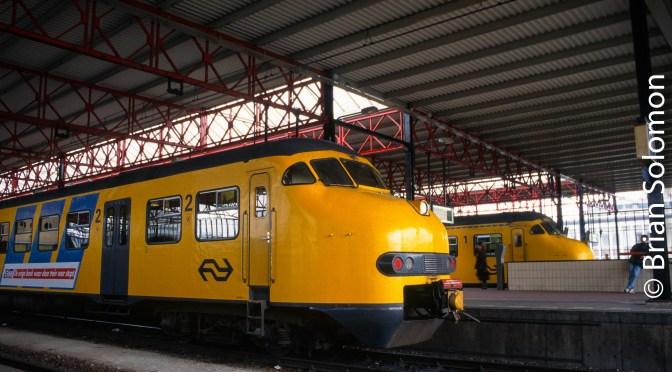 Classic Dutch 'Hondekop' EMUs at Eindhoven