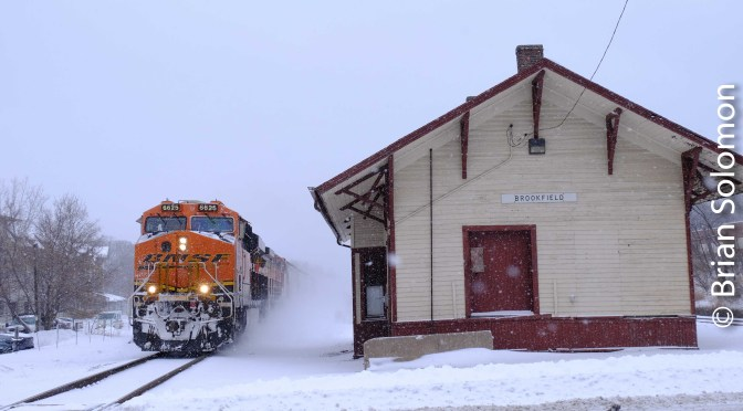 BNSF GEs in the Snow!