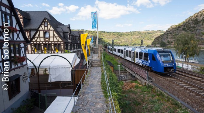 Vlexx at Oberwesel; Railcar Skirts the City Walls