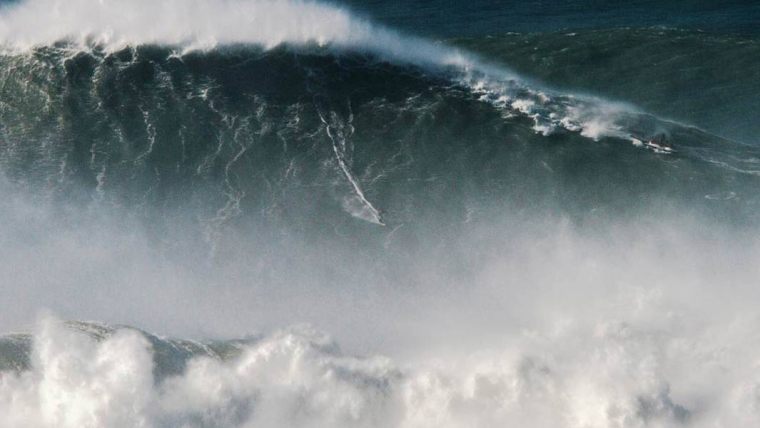 largest-wave-surfed-header_tcm25-523789