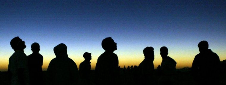 people_watch_an_eclipse.jpg.size.custom.crop.1086x727