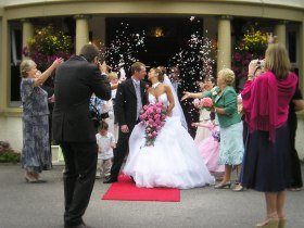 wedding-portico-bouquet-ricex768