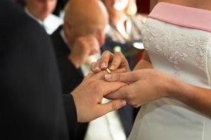 wedding-ring-handsx800
