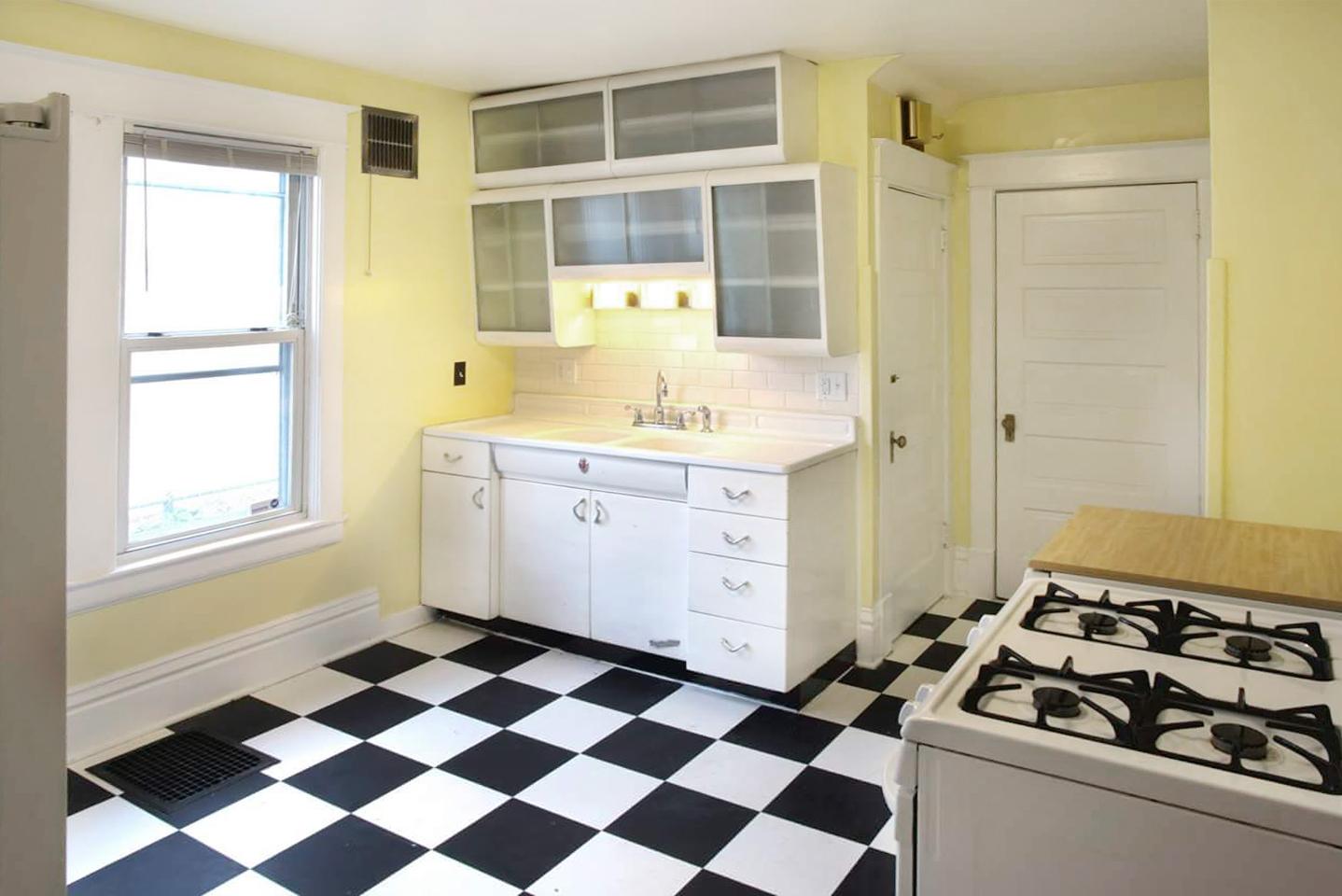 Rental Kitchen2