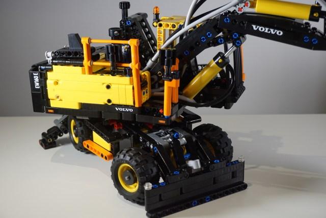 Lego Volvo EW160E Front