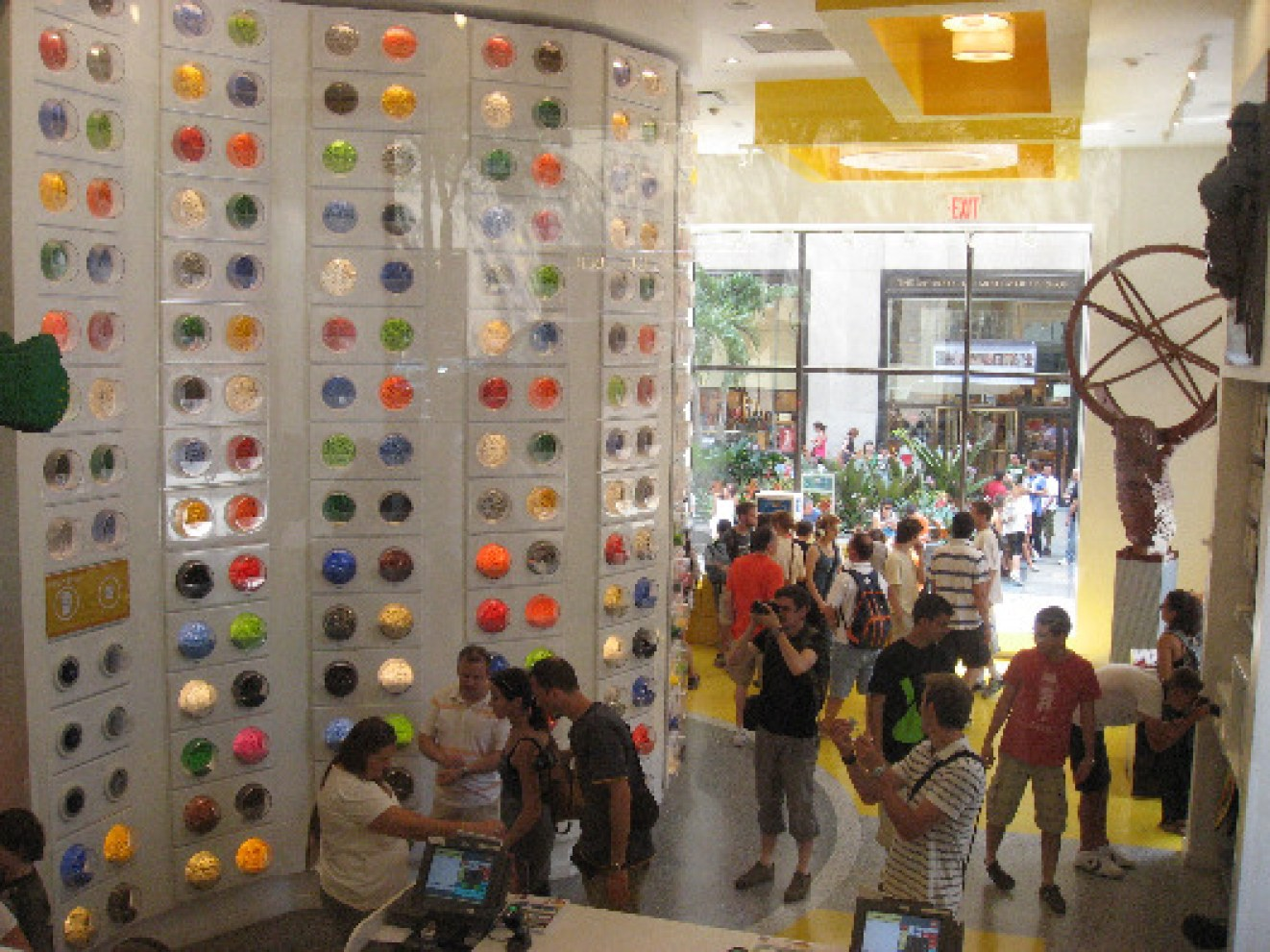 lego-store-nyc-rockefeller-center-1