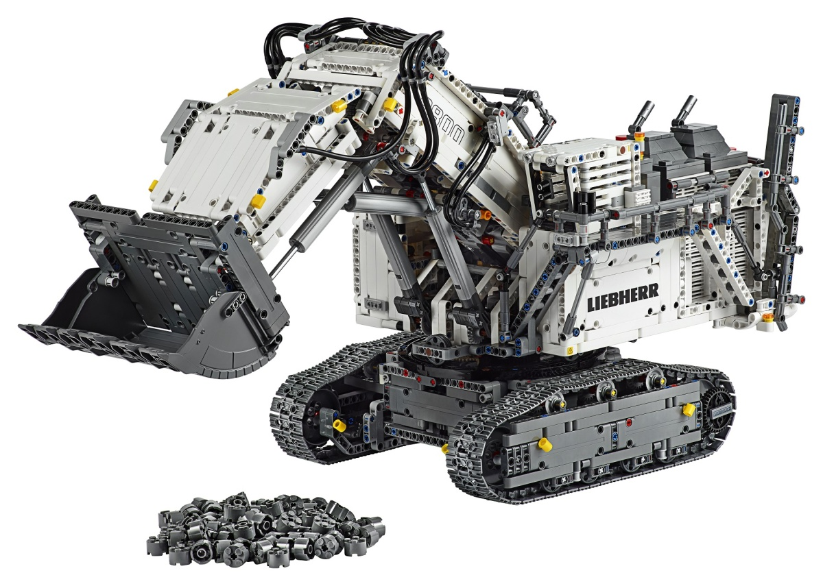 New Massive LEGO Technic Sets Available Today: the Liebherr R 9800 (42100) and Land Rover Defender (42110)
