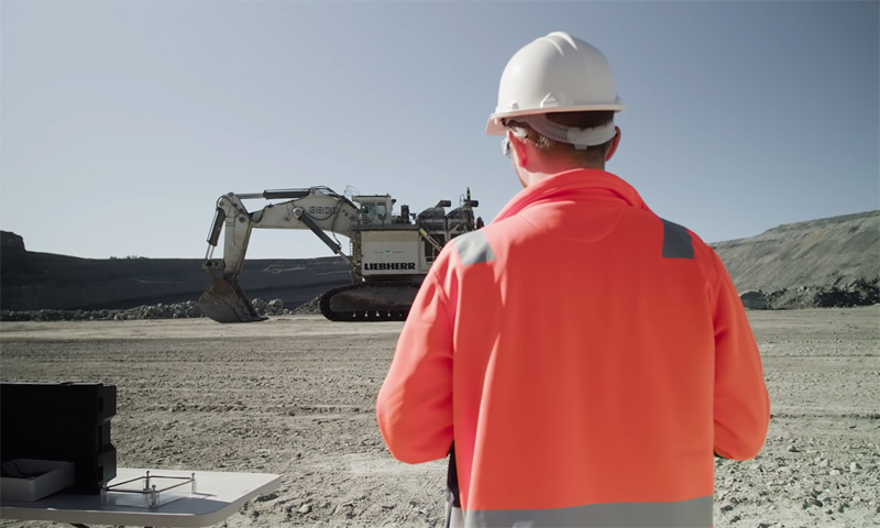 WATCH: What Can You Do With the LEGO Technic Liebherr R 9800 Excavator (42100)?
