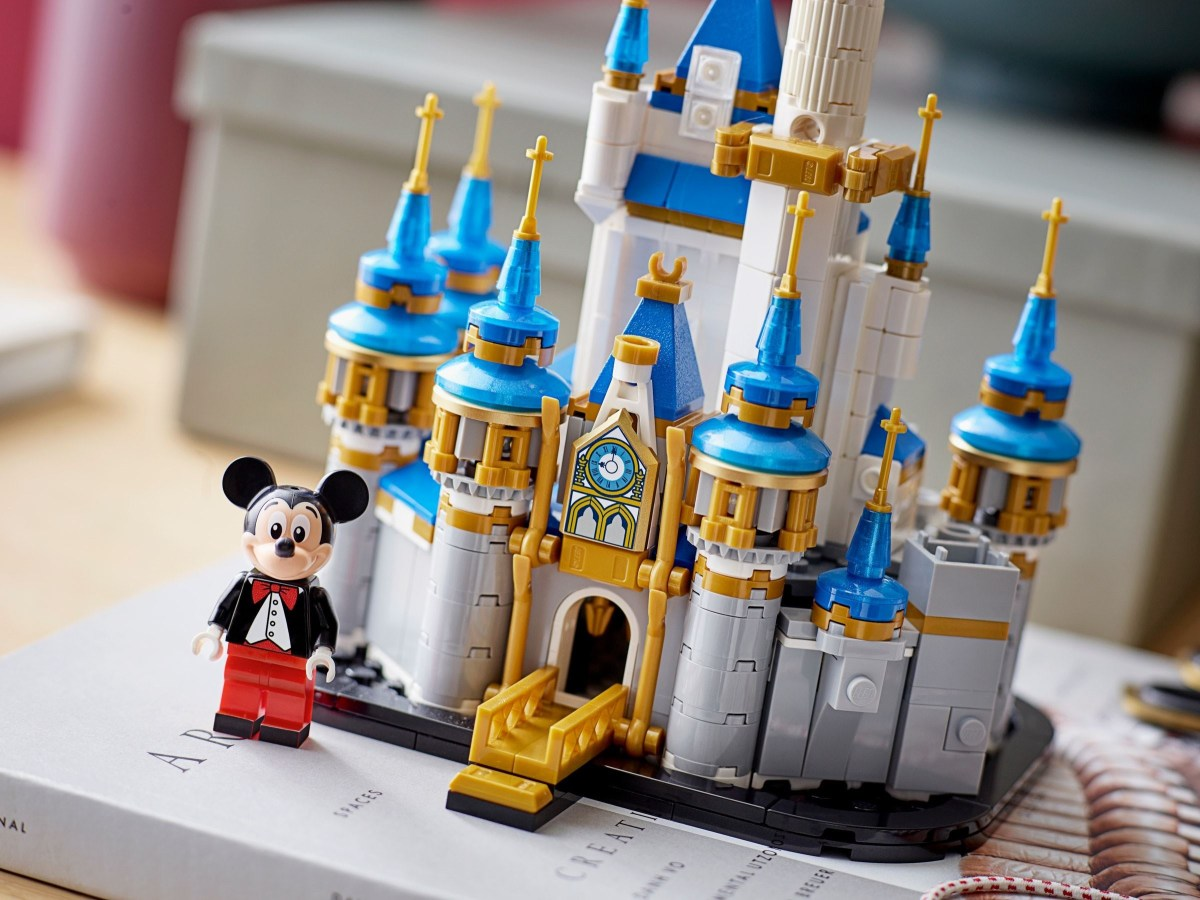 LEGO Shop@Home Puts Up Listings for Santa's Sleigh (40499) and Mini Disney Castle (40478)