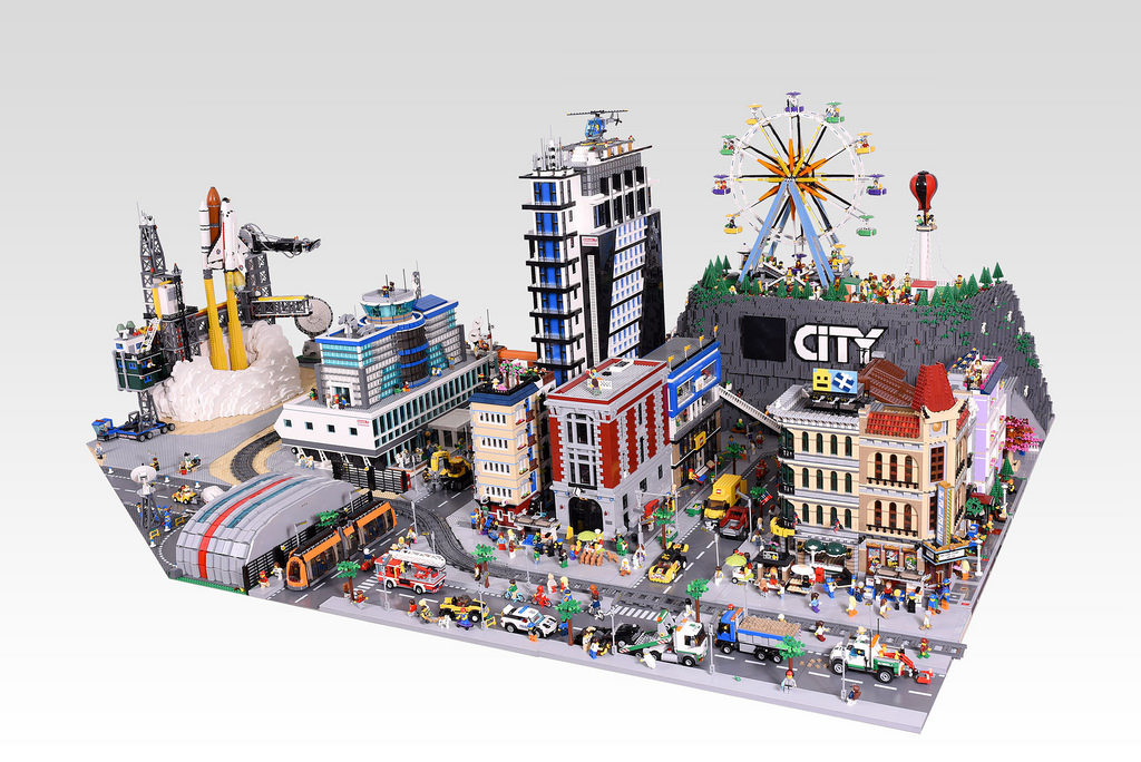 The City Diorama that will blow you away   BricktasticBlog   An     The City Diorama that will blow you away