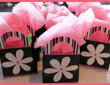 9 things to include in a swag bag for your business