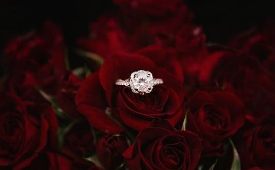 Valentine's Day social media marketing tips for florists and jewelers