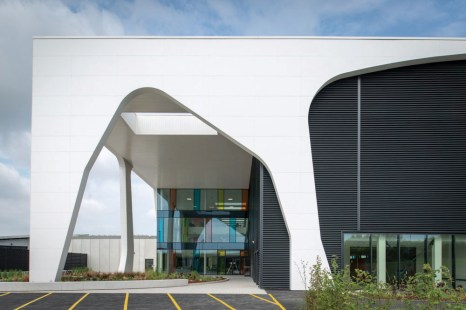 Corian-facade_LancashireConstabularyHQ_1_LowRes