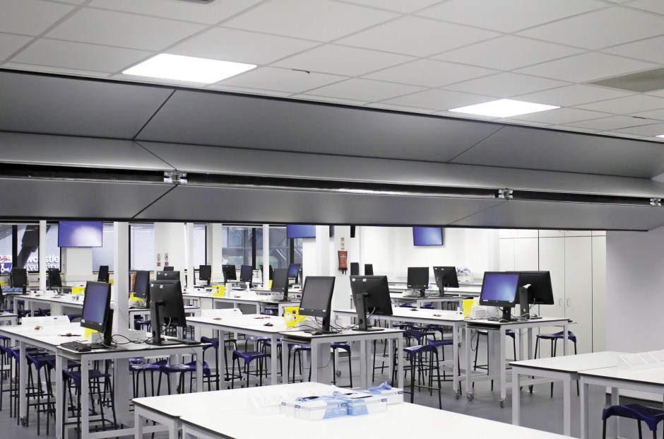 At School of Biomedical Sciences, Newcastle University, Style installed the unique Skyfold dividing wall system