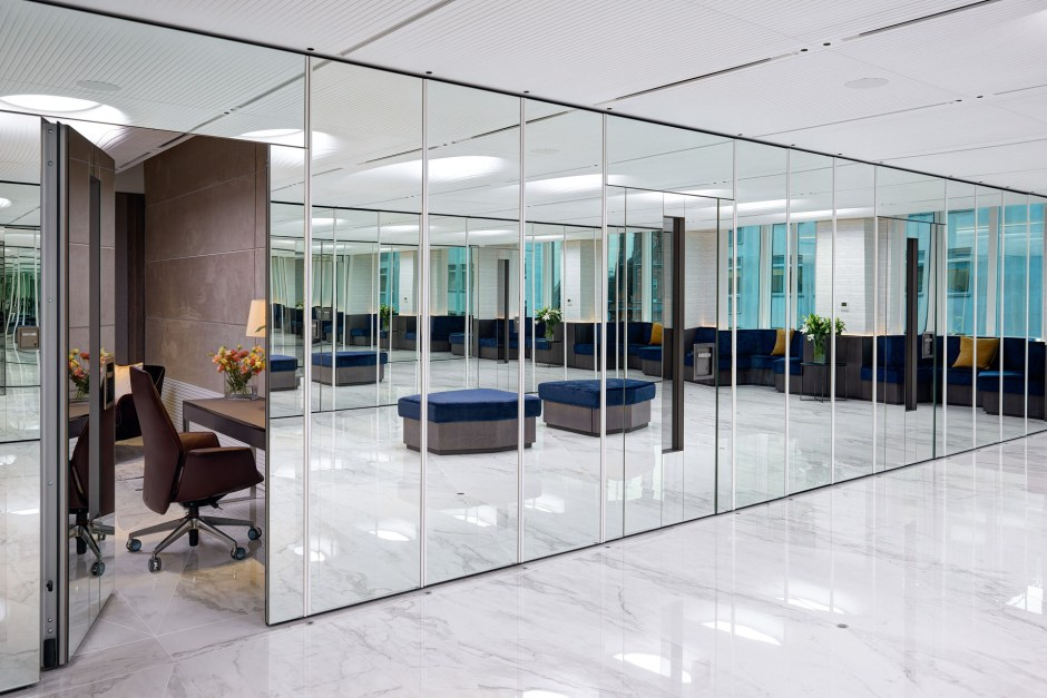 Vedanta Resources Ltd, has totally re-vamped their new London HQ. Helping transform the offices, partitioning experts Style added flexibility to the space with a combination of advanced operable wall systems.