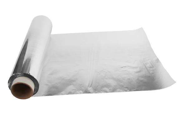 eliminar-oxido-del-metal-con-papel-de-aluminio