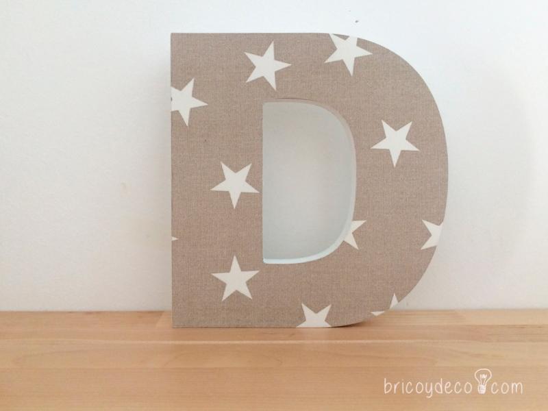 letra de DM decorada con decoupage