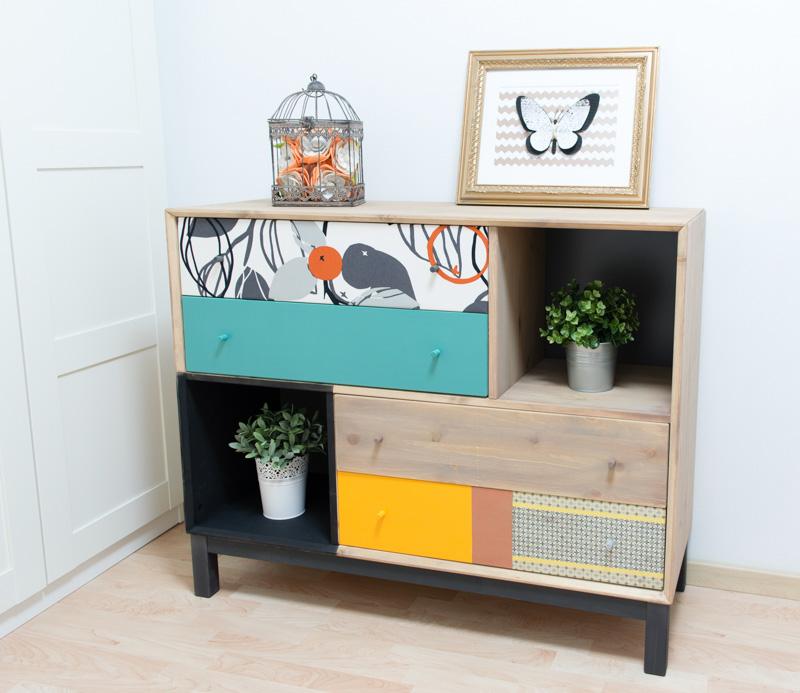 cómoda decorada con pintura y decoupage