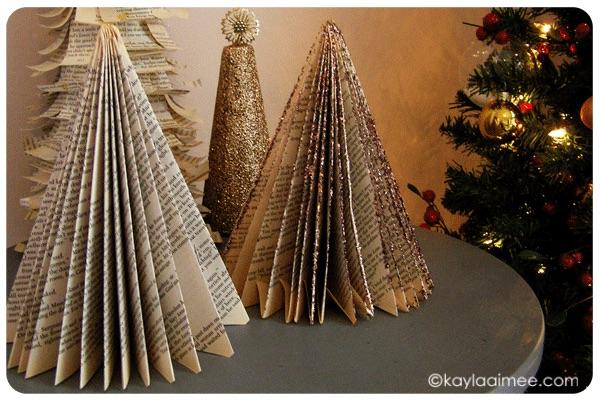 decoración de Navidad con papel de periódico