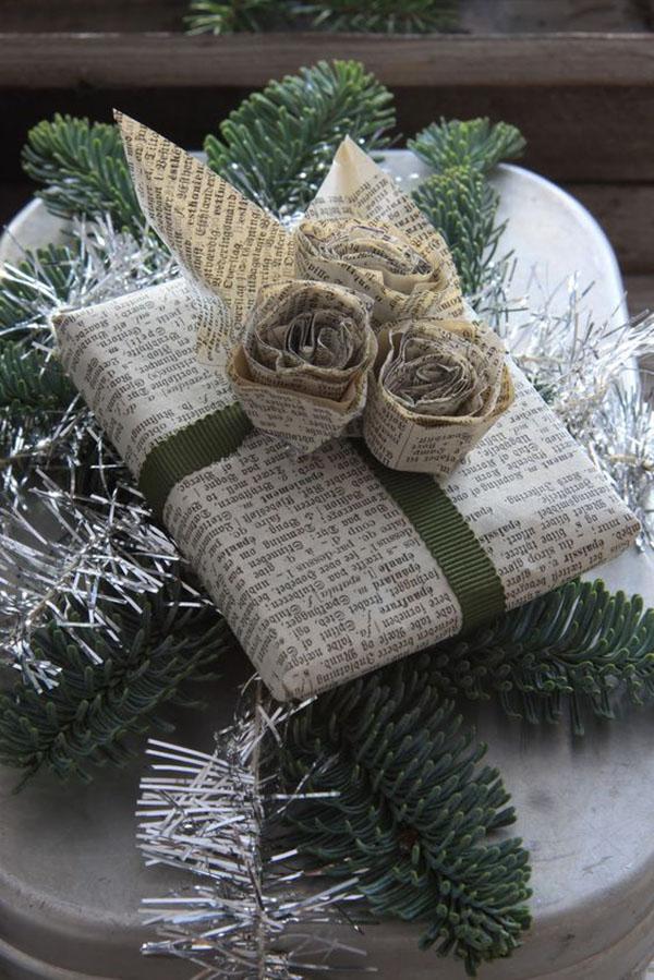 envolver regalos con papel de periódico