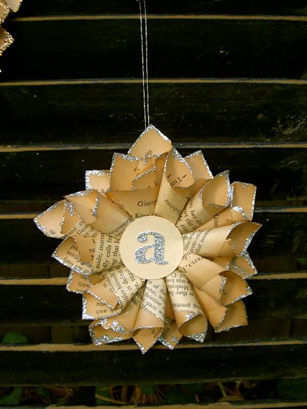 estrella de Navidad con papel de periódico