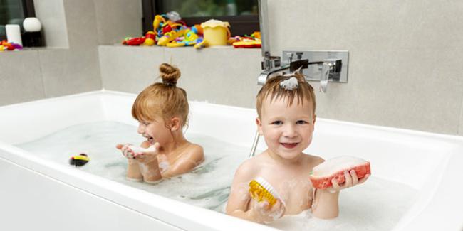 salle de bain pour enfants douche ou