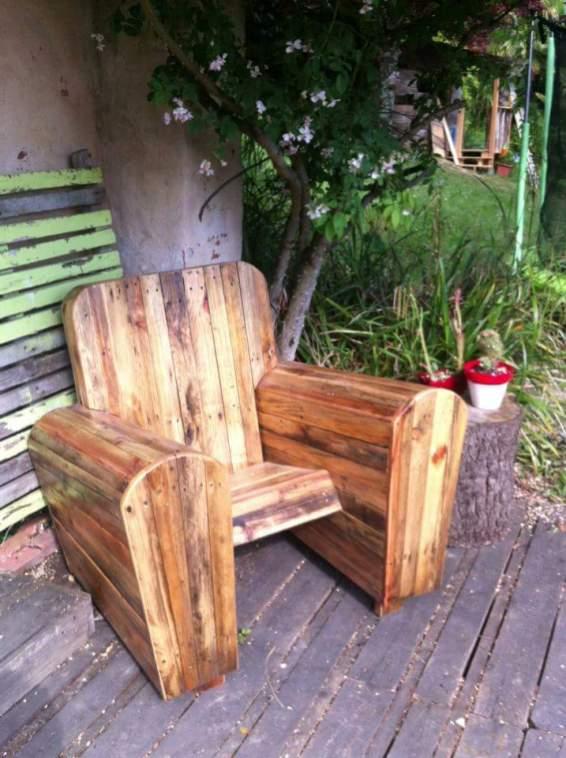 fauteuil club interieur exterieur en bois de palettes par dip