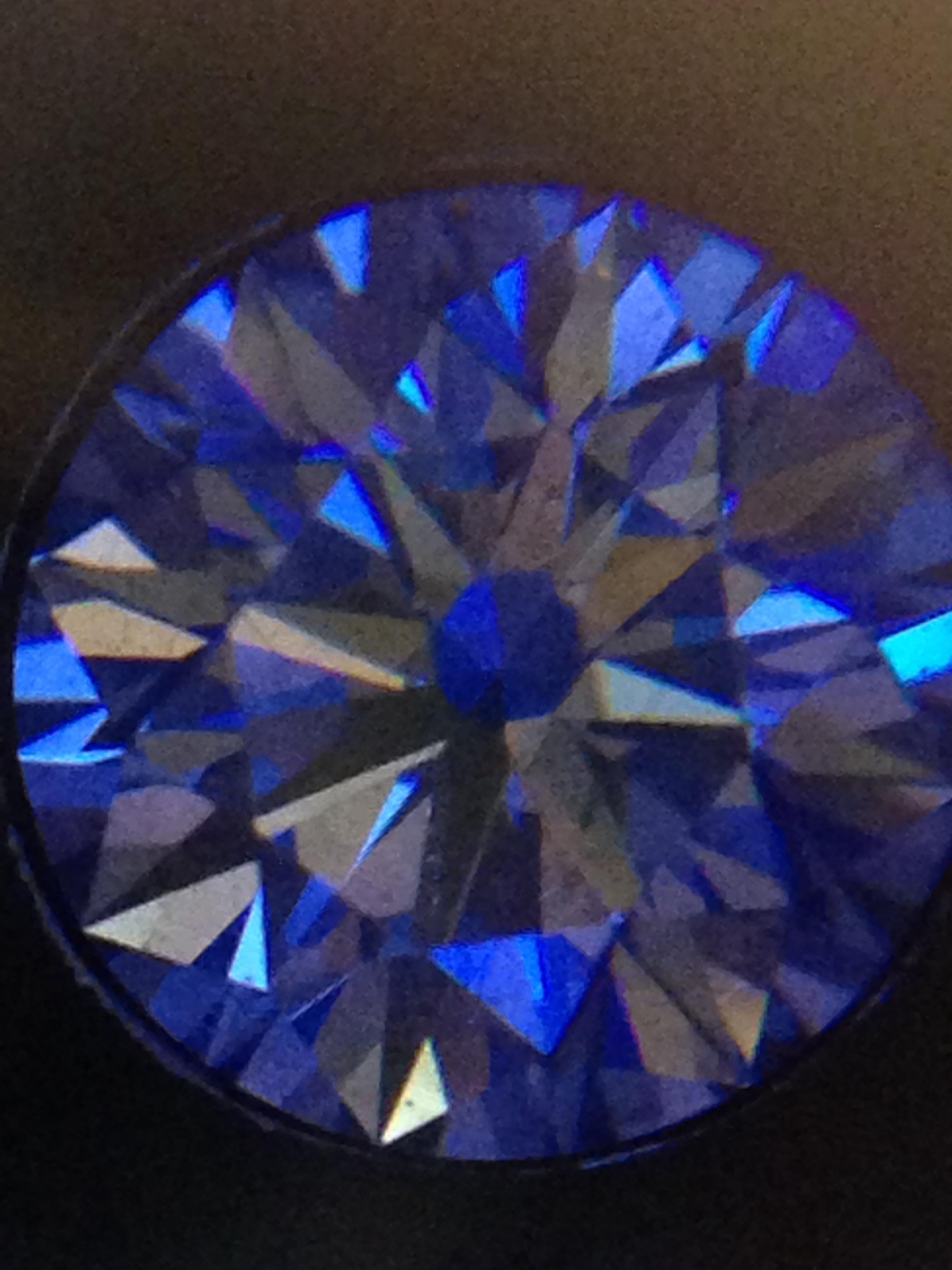 """"""" ダイヤモンド """" は魅力の輝き。"""