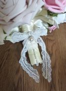 Lace bouquet handle with pearl