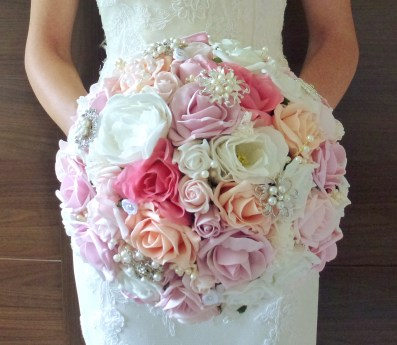 pink and pastel bouquet bride