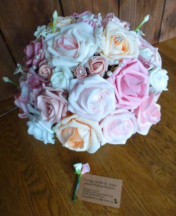 Pastel pink and peach brides bouquet