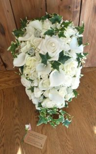 Rose calla lily ivy teardrop bouquet