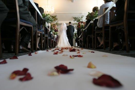 petals down aisle